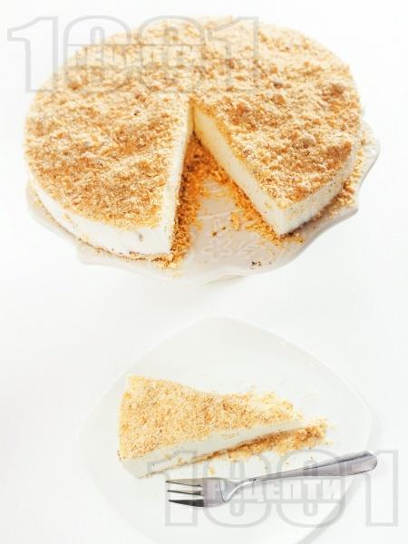 Чийзкейк с блат от бисквити, орехи и овесени ядки с желатин, заквасена сметана и крема сирене без печене - снимка на рецептата